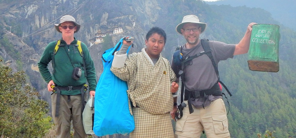 10 Pieces litter project with World Expeditions in Nepal