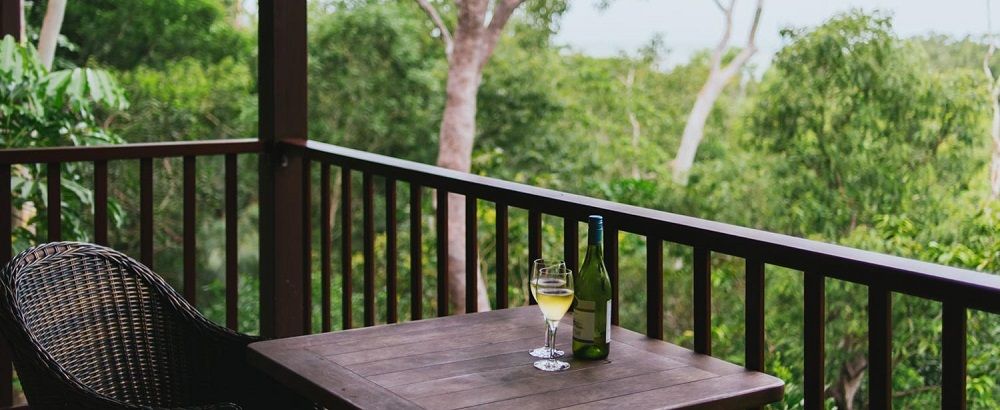 eco-retreat-thala-beach-nature-reserve-queensland-wine-and-views